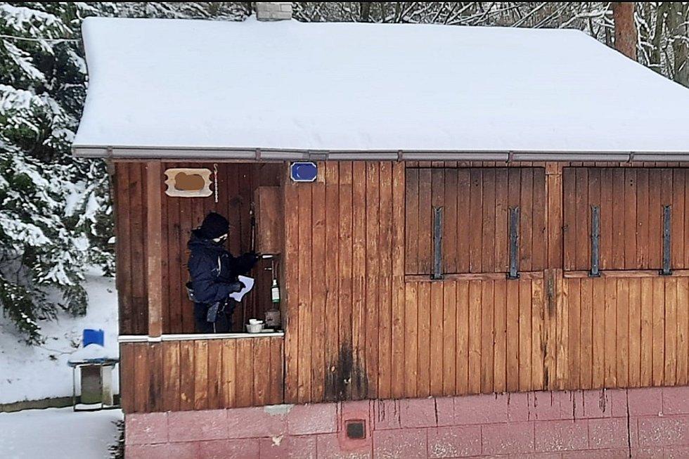 Více jak osm desítek rekreačních objektů zkontrolovali při preventivní akci policisté z obvodního oddělení Doksy.