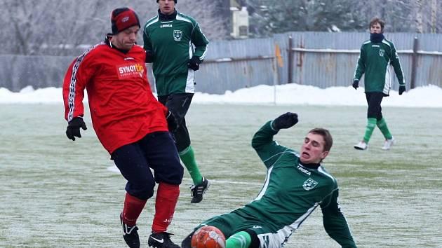 Lebruška se snaží zastavit průnik Sukovatého z Mimoně (v červeném).