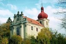 Kostel Nejsvětější trojice v Polevsku se letos dočkal nákladné opravy vitrážových oken.