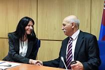 Rada Libereckého kraje má dva nové členy z ČSSD. Novou náměstkyní zastupitelé zvolili Lenku Kadlecovou (sociální oblast) a Víta Příkaského, radního pro rozvoj a fondy EU.
