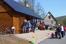 Nová lyžařská bouda u křižovatky za Polevskem bude sloužit turistům, ale hlavně jako zázemí pro lyžařský oddíl SKI Polevsko, který se stará o běžecké tratě.