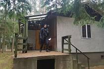Policisté kontrolovali chatovou osadu Bílý kámen v Doksech.