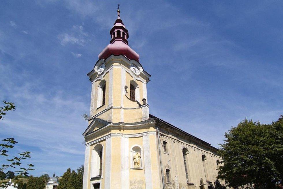 Kostel svatého Petra a Pavla ve Volfarticích.