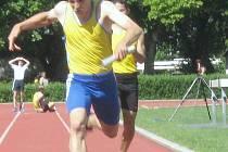 Michal Šenfeld finišující ve štafetě.
