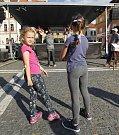 Hudebníci s velkým srdcem i široká veřejnost se sešli ve středu odpoledne na náměstí v České Lípě. Probíhala zde benefiční akce na podporu českolipského hudebníka Petra Güntera, který letos v červenci prodělal mrtvici.