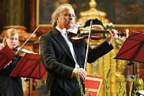 Dvanáctý ročník festivalu zahájil v zaplněné bazilice houslista Václav Hudeček, kterého doprovodil soubor Barocco sempre giovane.