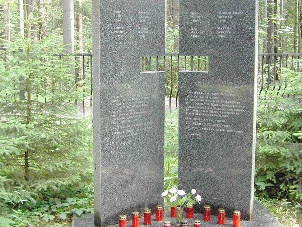 Pomník obětem novoborského excesu, vybudovaný r. 2006.