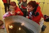 Děti si mohly vyzkoušet celou řadu vánočních zvyků a v dílnách vyrobit drobný dárek nebo dekoraci.