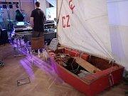 V areálu dokského Yacht Klubu (YCD) se během dne hlavně vzpomínalo. Hosté mohli v klubovně nahlédnout do kronik nebo zhlédnout projekci fotografií z historie klubu.