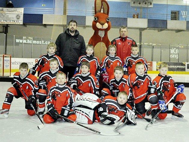 Mladí hokejisté mají za sebou skvělou sezonu. Na březnovém turnaji v Mostě získali stříbro.