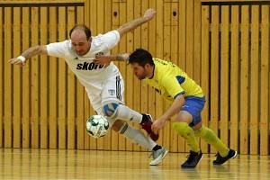 Futsalisté České Lípy (bílé dresy) doma podlehli Plzni 0:2.