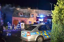 Po půlnoci vyjížděly čtyři jednotky hasičů do obce Okrouhlá na Českolipsku k požáru rodinného domu.