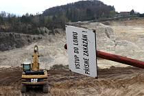 Provodínská pískovna se chystá zvýšit těžbu písku.Ekologické organizace se bouří protože obcí bude projíždět až 750 nákladních aut.