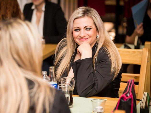 Denisa Zifčáková z České Lípy postoupila do finále soutěže Full Of Beauty 2014.