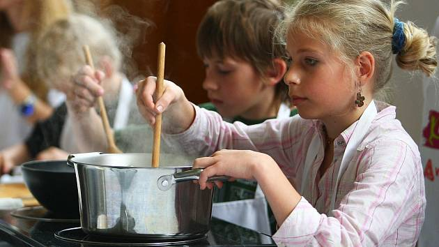 Děti ze Základní školy 28. října v České Lípě čekal ve středu zajímavý program spojený s propagací zdravé výživy, pohybu a bojem proti dětské obezitě.