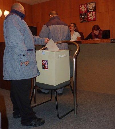 Volby ve věznici ve Stráži pod Ralskem.
