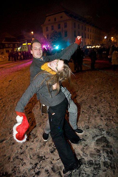 Silvestrovské oslavy na novoborském náměstí.