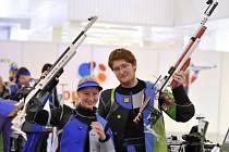 Karolína Brabcová (SSK Manušice) získala se svým parťákem Radkem Mikulčíkem z Liberce stříbrnou medaili ve zbrusu nové disciplíně, vzduchové pušce mix.