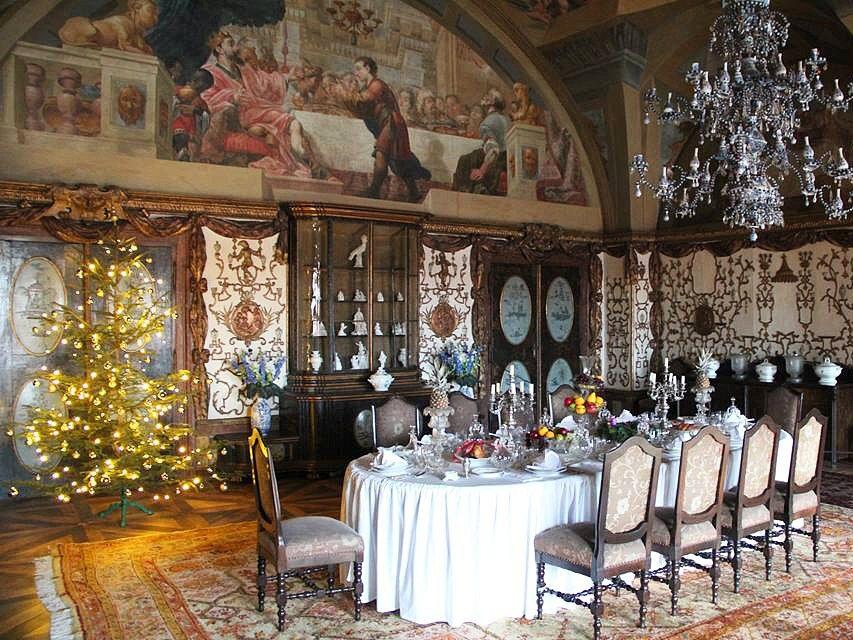 Zámek v Zákupech se návštěvníkům otevřel během adventu poprvé v roce 2014 a o vánoční prohlídky bývá velký zájem.