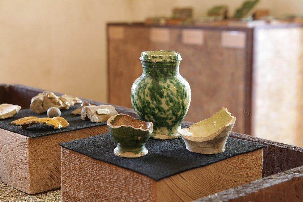 Vrámci keramické produkce se objevují i miniatury. Přesný účel neznáme, avšak pravděpodobně se jedná o dětské hračky.