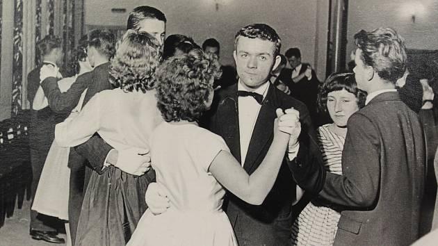 Na podzim roku 1960 se ve Cvikově konaly první taneční hodiny od roku 1945.