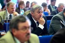 Zastupitelstvo Libereckého kraje mělo na svém úterním zasedání rozhodovat o reformě středního školství. Na jednání kvůli tomu přijel i ministr školství Josef Dobeš.