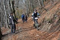 Východiskem výletů pohraničním hřebeni hor nebo na vrchol hory Luž je malá rekreační osada Myslivny.