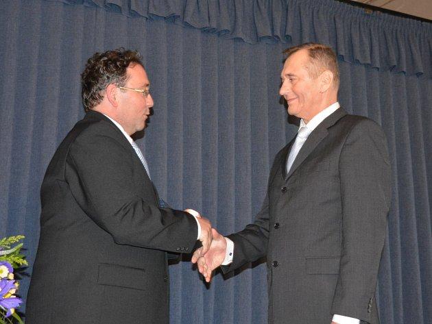 Radovan Novotný (vpravo) získal ocenění za záchranu novoborského kina a rozvoj kultury ve městě.