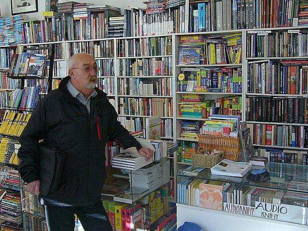 Jako šafránu je lidí, kteří si v osučasnosti kupují knihy. Panují obavy, že může být hůř.