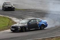 Okruh autodromu v Sosnové o víkendu patřil pátému závodu MČR v driftingu (jízda řízeným smykem na vytyčené trati).