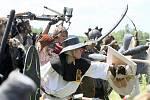 Na dvanáctý ročník Bitvy pěti armád se do lesů pod Bezdězem sjelo téměř devět stovek mladých lidí.