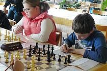 Derby obou českolipských škol skončilo po tuhém boji remízou 2,5:2,5.