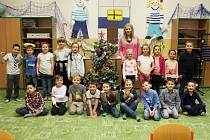 Žáci 1. třídy ZŠ Pátova Česká Lípa s třídní učitelkou Hanou Rücklovou.