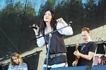 Anna K. Devatenáct interpretů a kapel se v pátek a v sobotu představilo na dvou pódiích pod Bezdězem.