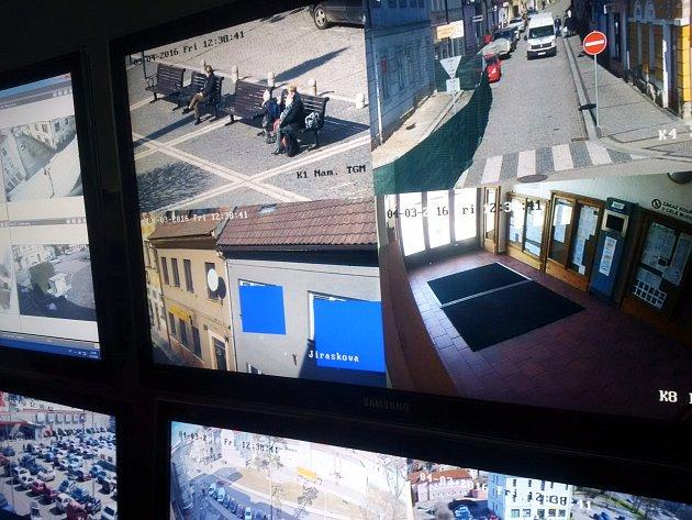 Obyvatelé v okolí kamer se o soukromí bát nemusejí, obsluha do oken nevidí.
