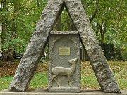 Po opravě je památník opět důstojnou připomínkou autora dobrodružných příběhů.