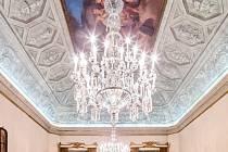 Lustry, vyrobené z českého křišťálu koncem 18. století při příležitosti návštěvy Napoleona Bonaparta v Miláně, se nachází v neoklasicistním paláci Serbelloni, v sálech zvaných Sala Napoleonica nebo Sala Bonaparte a menším sále Sala Gian Galeazzo.