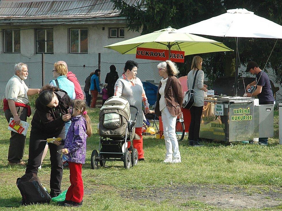 Den Země pořádaly obce Velký Valtinov, Brniště a Jablonné společně s Podralským nadačním fondem a Sdružením na záchranu kopce Tlustec.