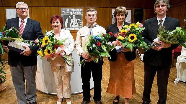 OCENĚNÍ V ROCE 2010.  Zleva Arnošt Sameš, Věra Strnadová, Jiří Hudeček, Eva Barkmanová a Jiří Kratochvíl.