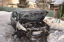 Požárem byla zasažena přední motorová část a přední část interiéru vozidla.