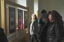 Poprvé v historii se zámek v Doksech otevřel veřejnosti na konci září. Během dvou prohlídek se na něj přišlo podívat bezmála tři sta lidí. Do roku 1945 patřil zámek šlechtické rodině Waldsteinů, narodil se tu páter Angelus Waldstein