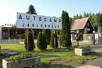 Koupaliště v Jablonném v Podještědí je součástí autokempu.