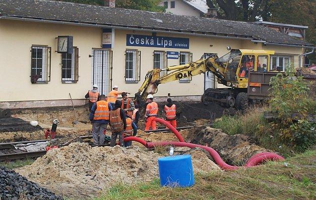 Železniční stanici Česká Lípa Střelnice od pondělí opravují a modernizují.
