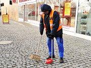 Pracovníky VPP využívá město nejčastěji k úklidu veřejných prostranství.