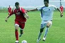 Třetiligový Liberec zdolal v přípravném utkání ve Skalici nováčka divize Arsenal Českou Lípu 2:1. Finklár (vlevo) v souboji s obráncem hostí.