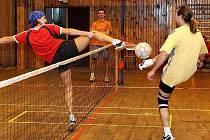 O tom, že ženy můžou v nohejbale úspěšně měřit síly s muži, přesvědčila také mistryně světa v trojicích Růžena Vrtišková (Sokol Vršovice II), která se svým týmem skončila na třetím místě a byla vyhlášena nejlepším smečařem turnaje.