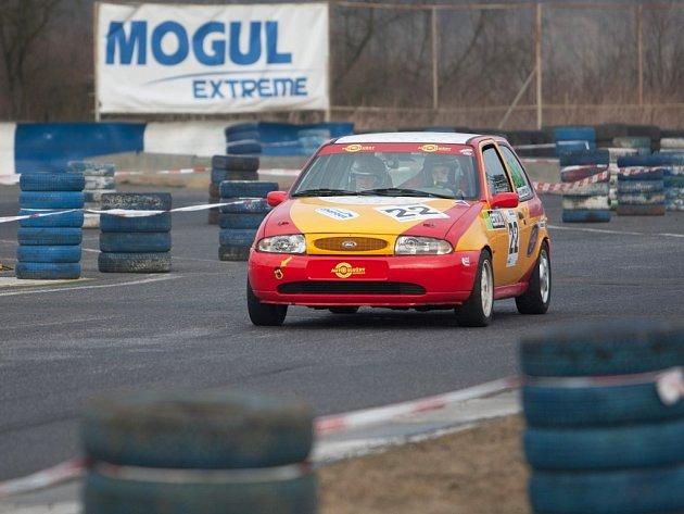 Nádherné jarní počasí v Sosnové přivítalo rekordní počet závodníků pátého závodu MOGUL driving cupu.