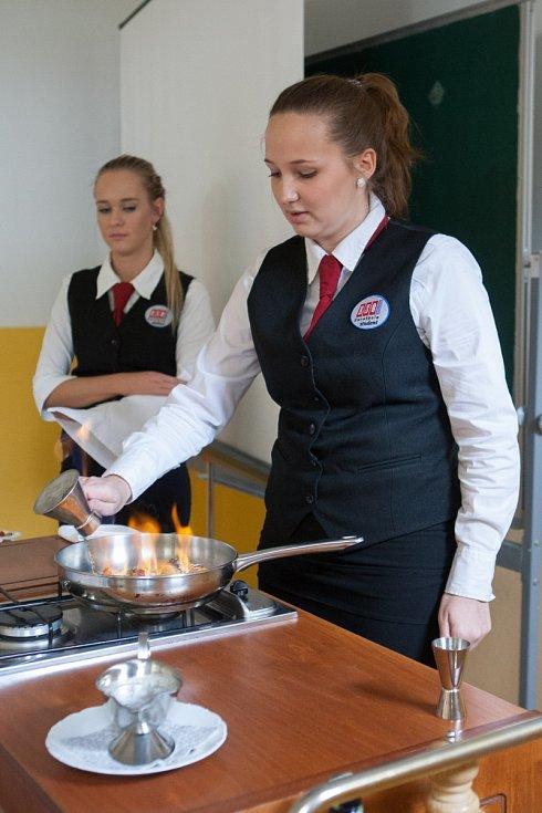 Maturanti oboru hotelnictví a turismu na Euroškole v České Lípě ve středu skládali praktickou část zkoušky dospělosti.