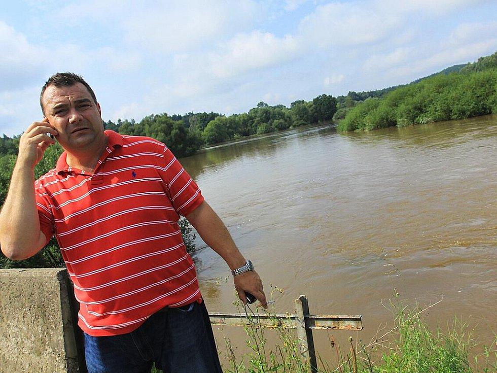 Velká voda se nevyhla ani České Lípě. Nejhorší situace je v Dubici.