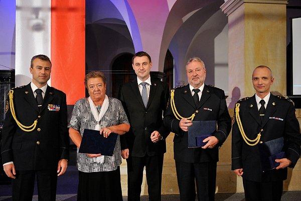 Roman Hlinovský, Olga Marková, hejtman Půta, Martin Rosina a Ladislav Vakula.